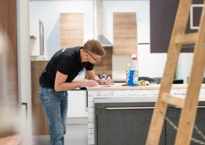 Práce dekoratéra v Möbelix