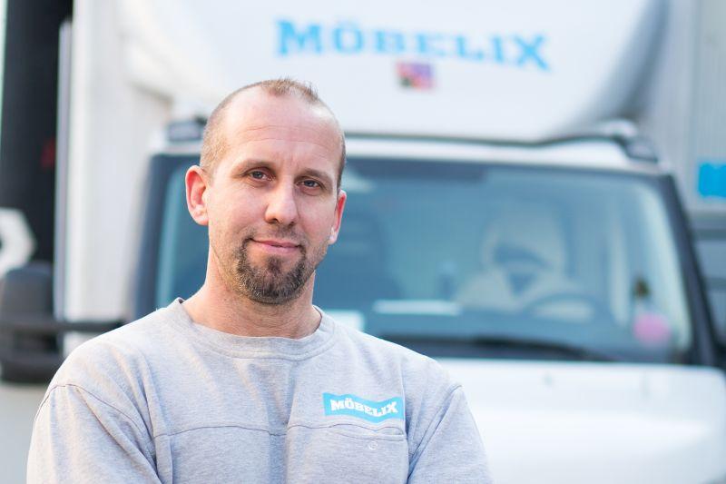 Práce montéra Möbelix
